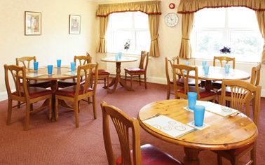 Willow bank nursing home leeds west yorkshire for Nursing home dining room ideas